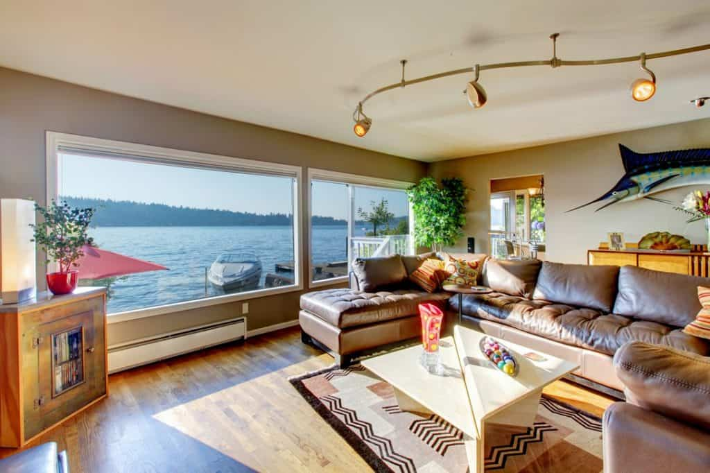 Lakeside living room with matching opulent leather couch