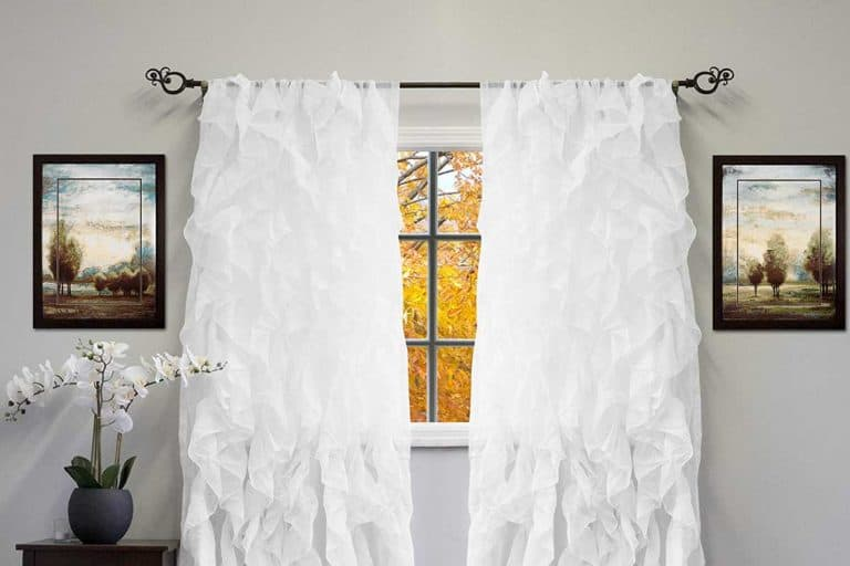 How To Use Shabby Chic White Ruffled Curtains In Your Room Design