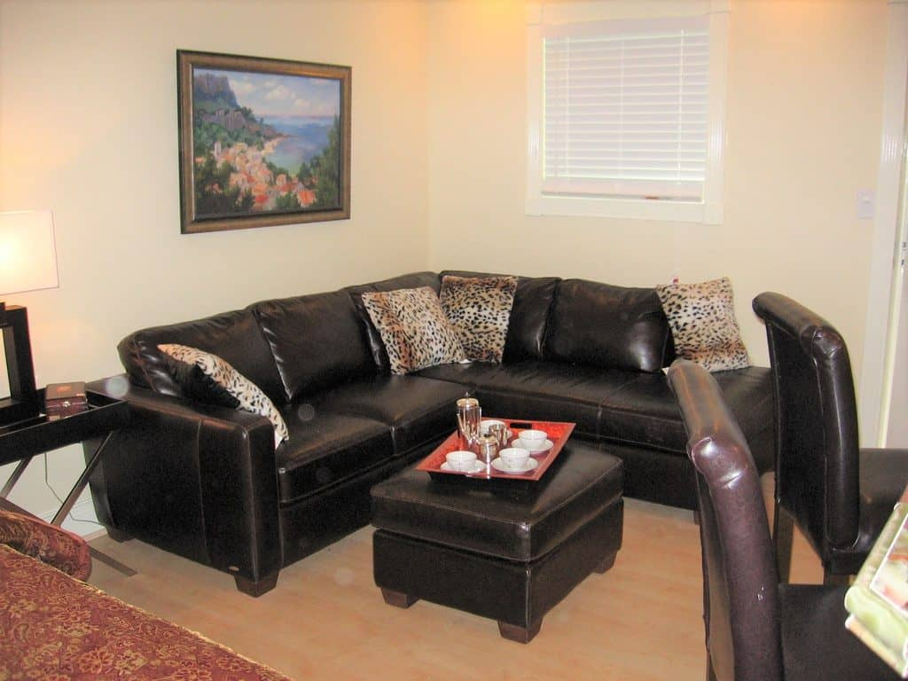 Picture of: Best Throw Pillows For A Black Leather Couch With 25 Photo Examples Home Decor Bliss