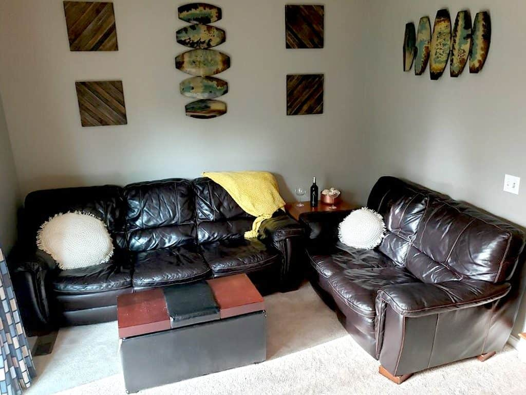 Best Throw Pillows For A Black Leather Couch With 25 Photo Examples Home Decor Bliss