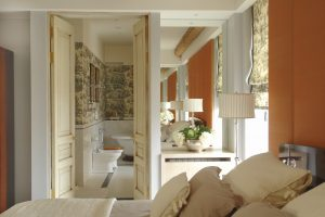 Read more about the article Should Bedroom and Bathroom Decor Match?