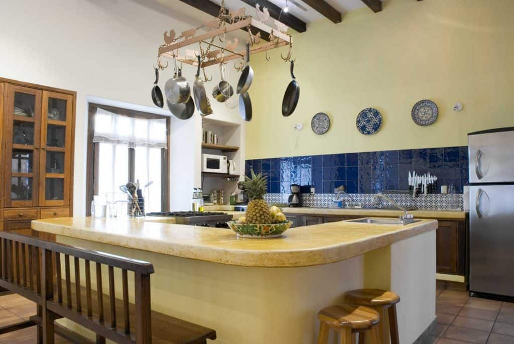 Simple country kitchen with dedicated island combining blue and cream