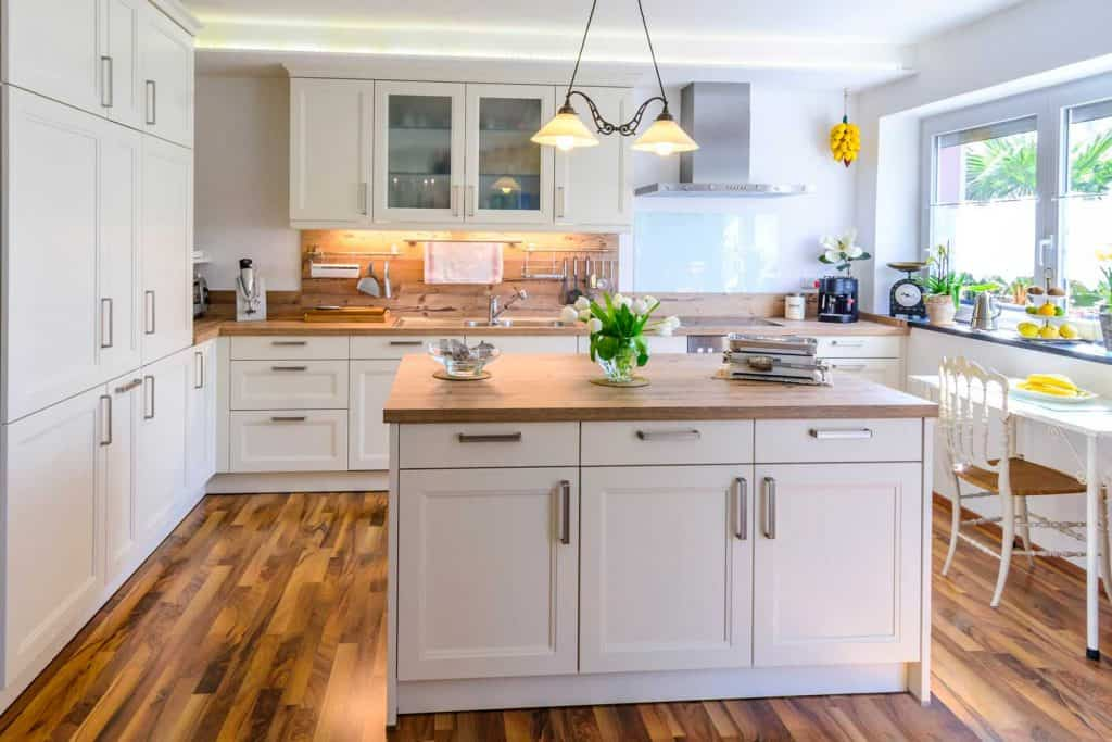 White-themed rustic kitchen