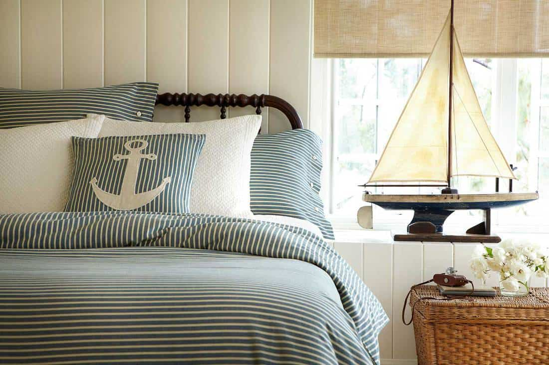 Bedroom-with-anchor-desin-pillow-case-and-boat-model-on-the-side
