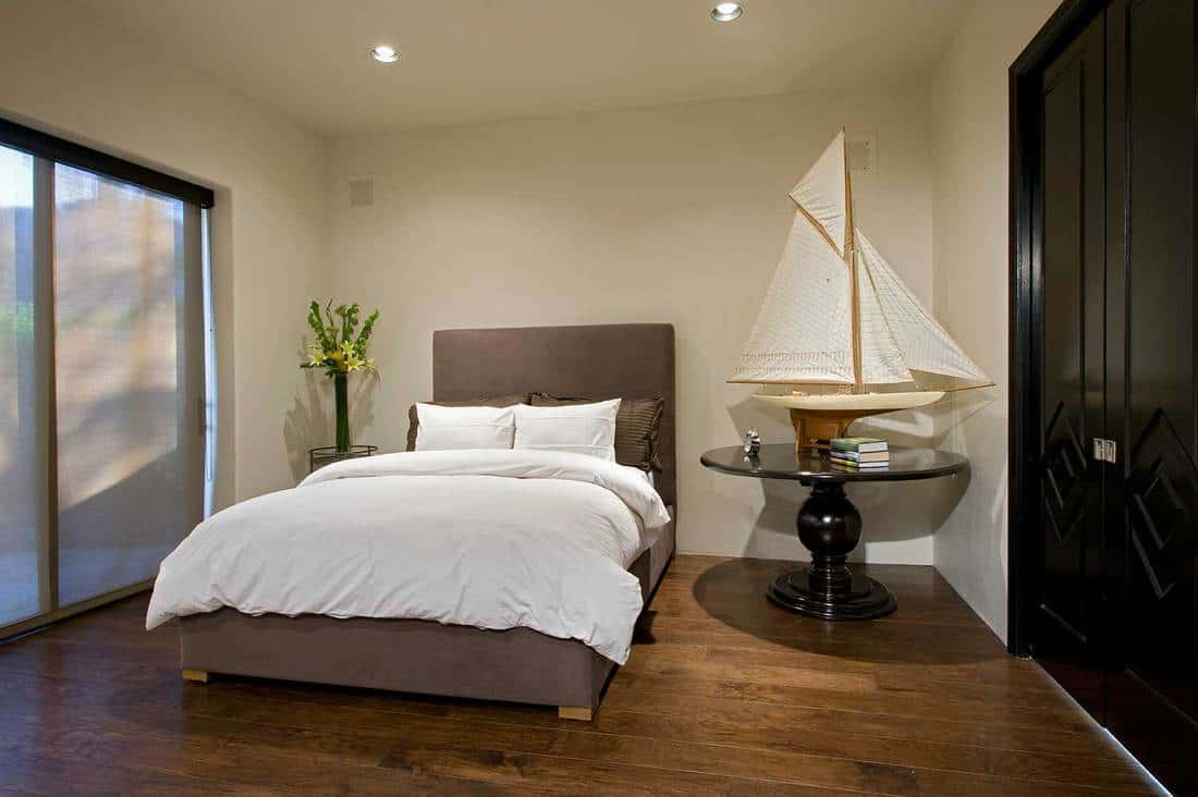 Bedroom-with-boat-model-on-side-table