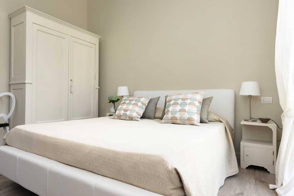 Modern cream color bedroom