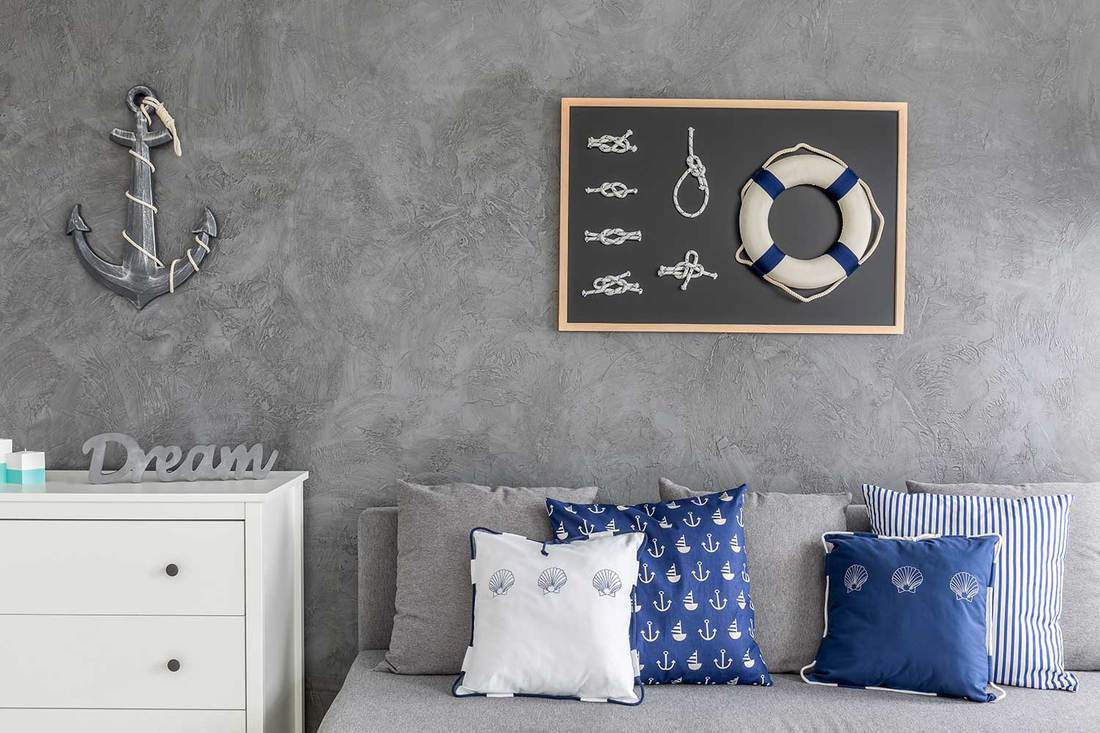 Modern-flat-with-nautical-decorations