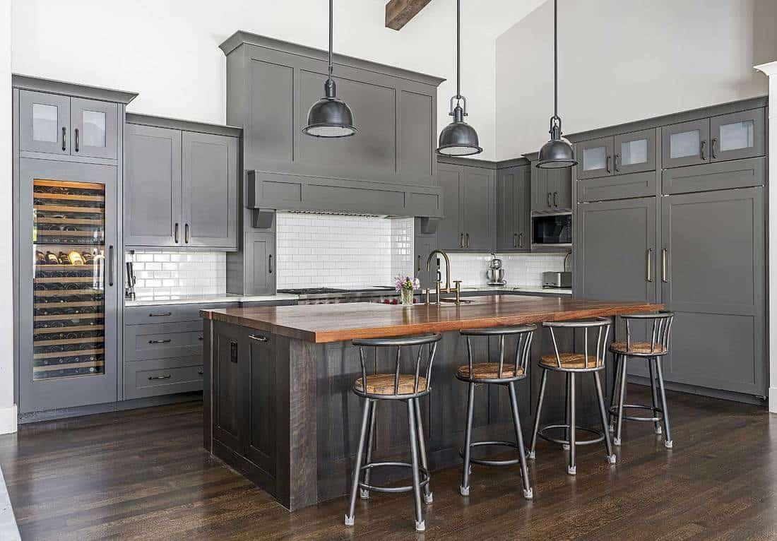 Modern-grey-themed-kitchen