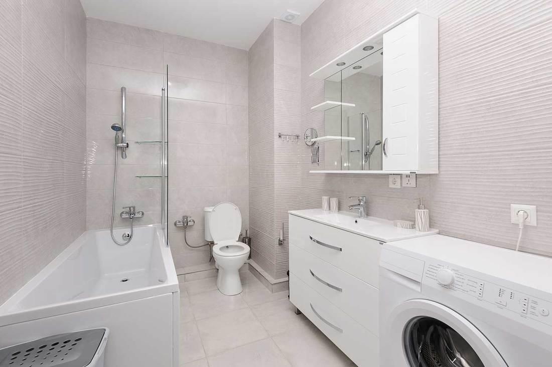 Modern white and beige bathroom