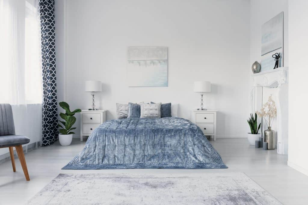 Should bedroom curtains match bedding?