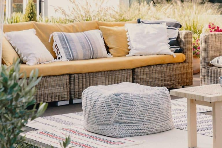15 White Woven and Knitted Poufs for That Magical Clean Look