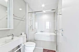 Go white, go bright - gorgeous sparking clean bathroom in white