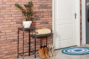 How to Decorate an Entryway Table [8 Actionable Suggestions]