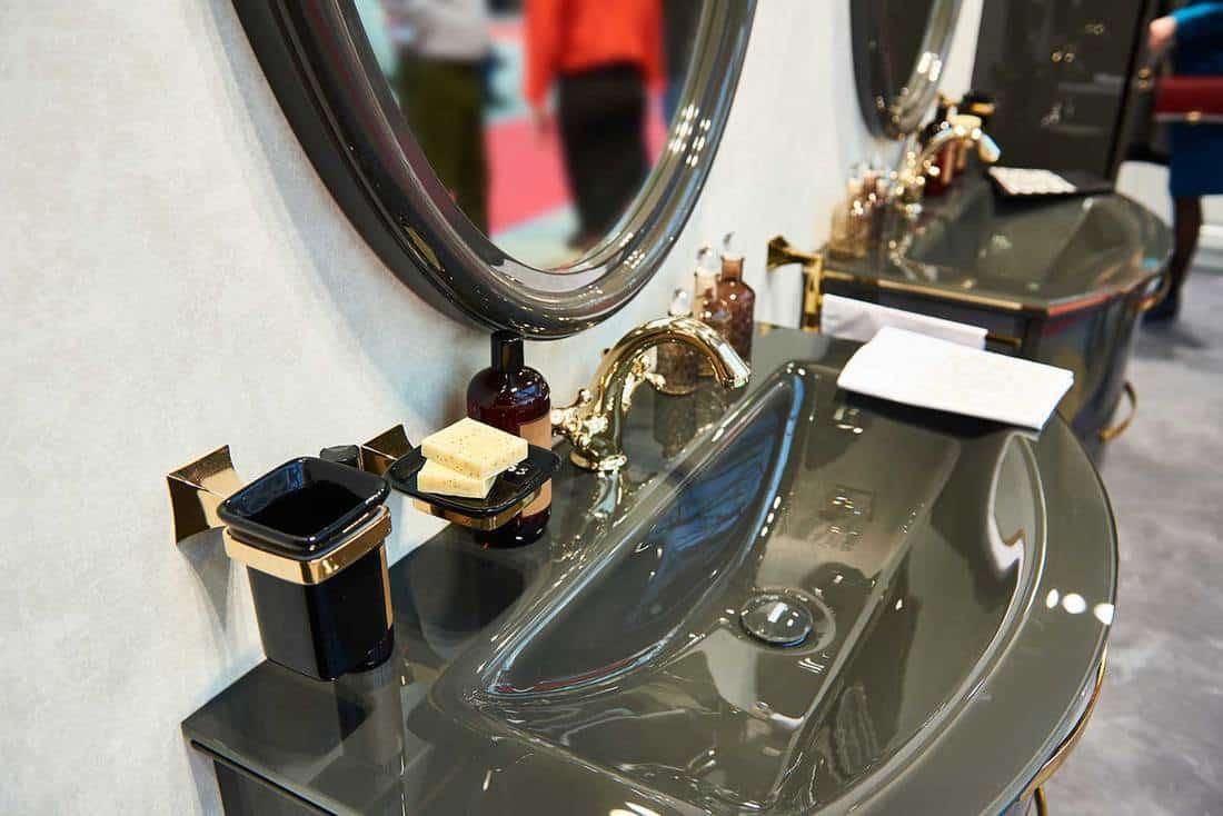 Luxurious wash basin and mirror in modern style bathroom