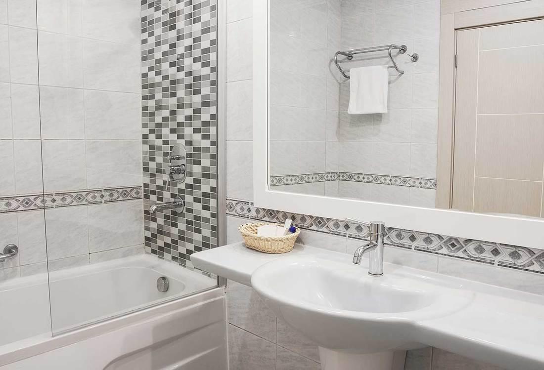 101 Bathroom Backsplash Ideas Photo List Inspiration Home Decor Bliss