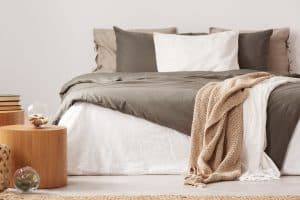 5 Warmest Blankets For Your Bed [By Material]