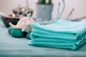 How Big Is A Bath Towel? [Standard Towel Sizes With Chart]