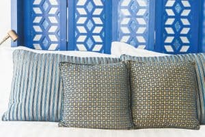 Should Pillow Shams Match Comforter?