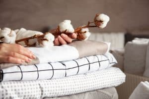 4 Best Blankets For Summer [By Type of Material]