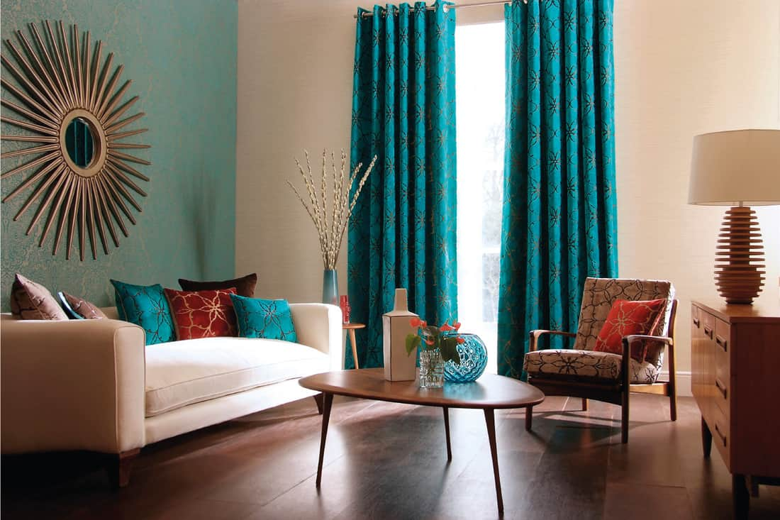 Living room with sofa, curtains, table and vases