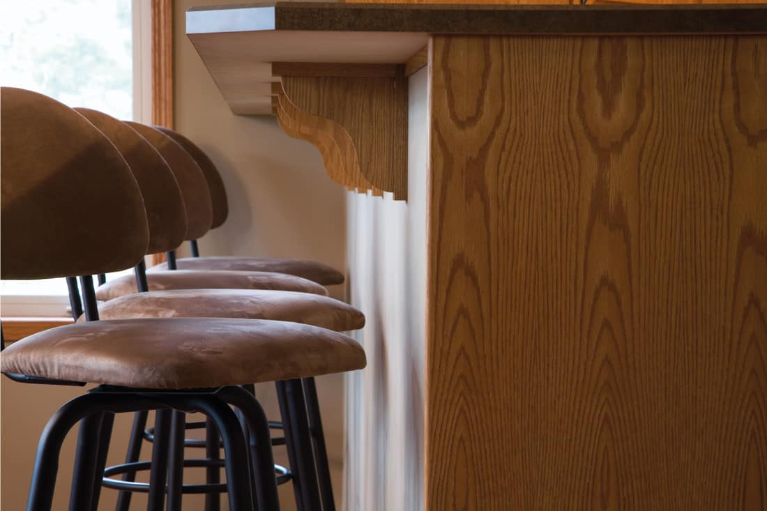 Chairs and raised counter of breakfast bar wall