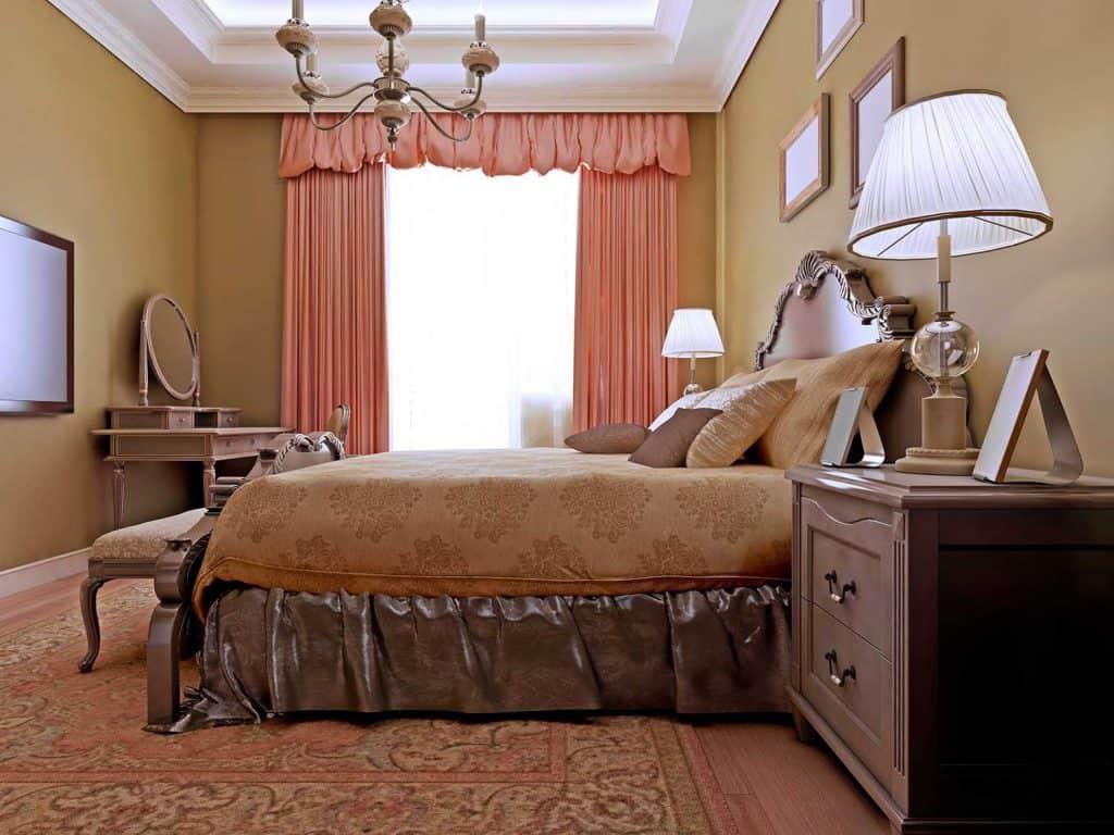 Classic English bedroom design