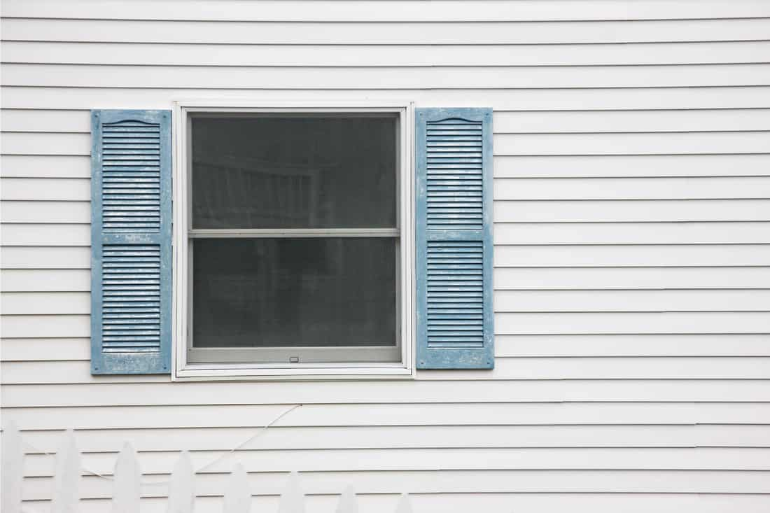 newly painted vinyl wall siding of a house, What Is The Best Paint To Use On Vinyl Siding