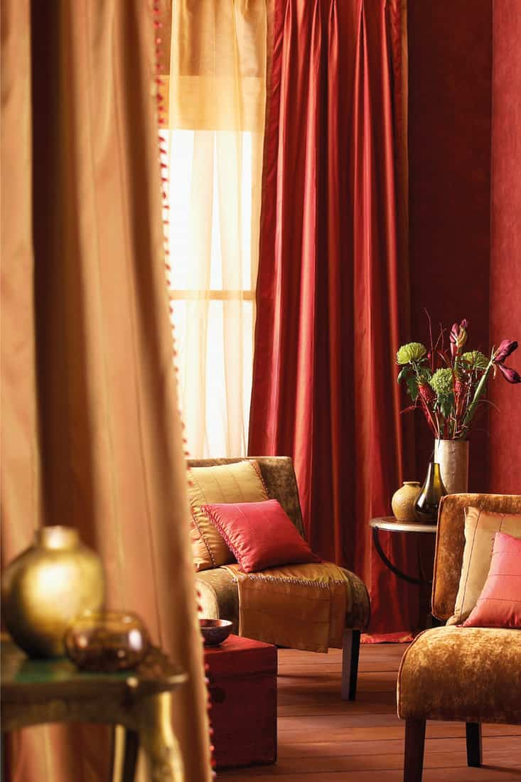 Red long curtain with a Hollywood glam feel