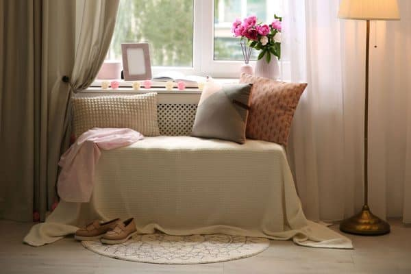 Read more about the article 11 Awesome Living Room Nook Ideas