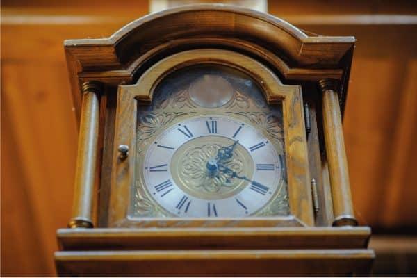 How To Fix An Overwound Clock [4 Methods]