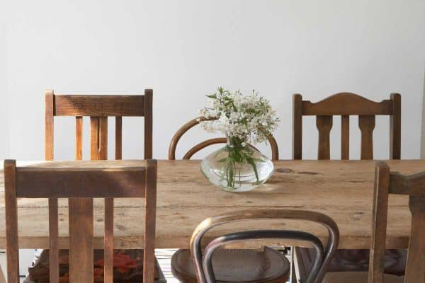 Read more about the article 11 Stunning Dining Room Table Centerpiece Ideas