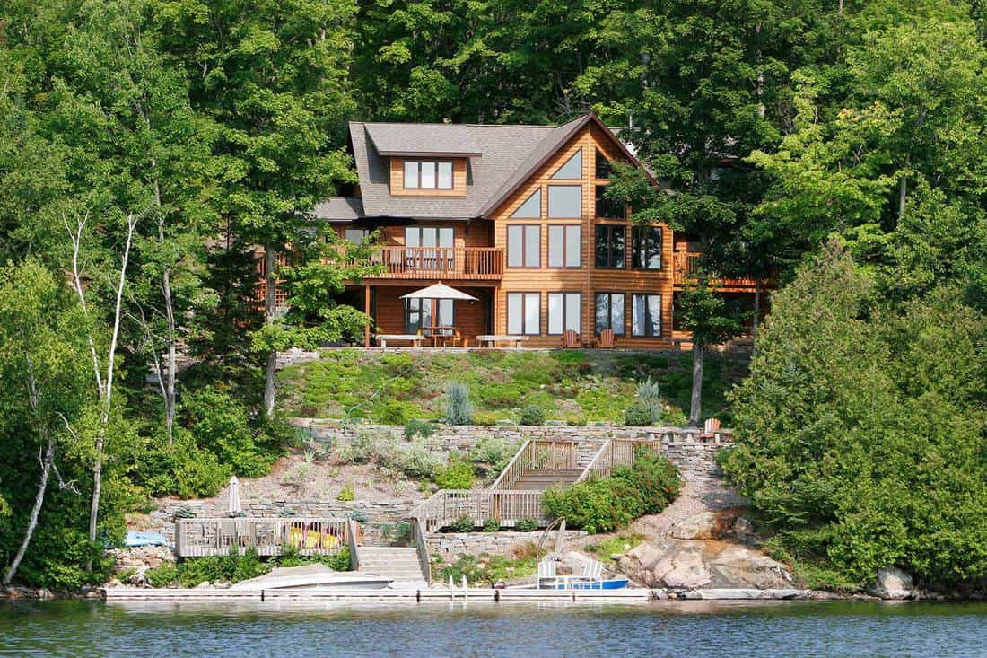 Luxury home and cottage on a lake