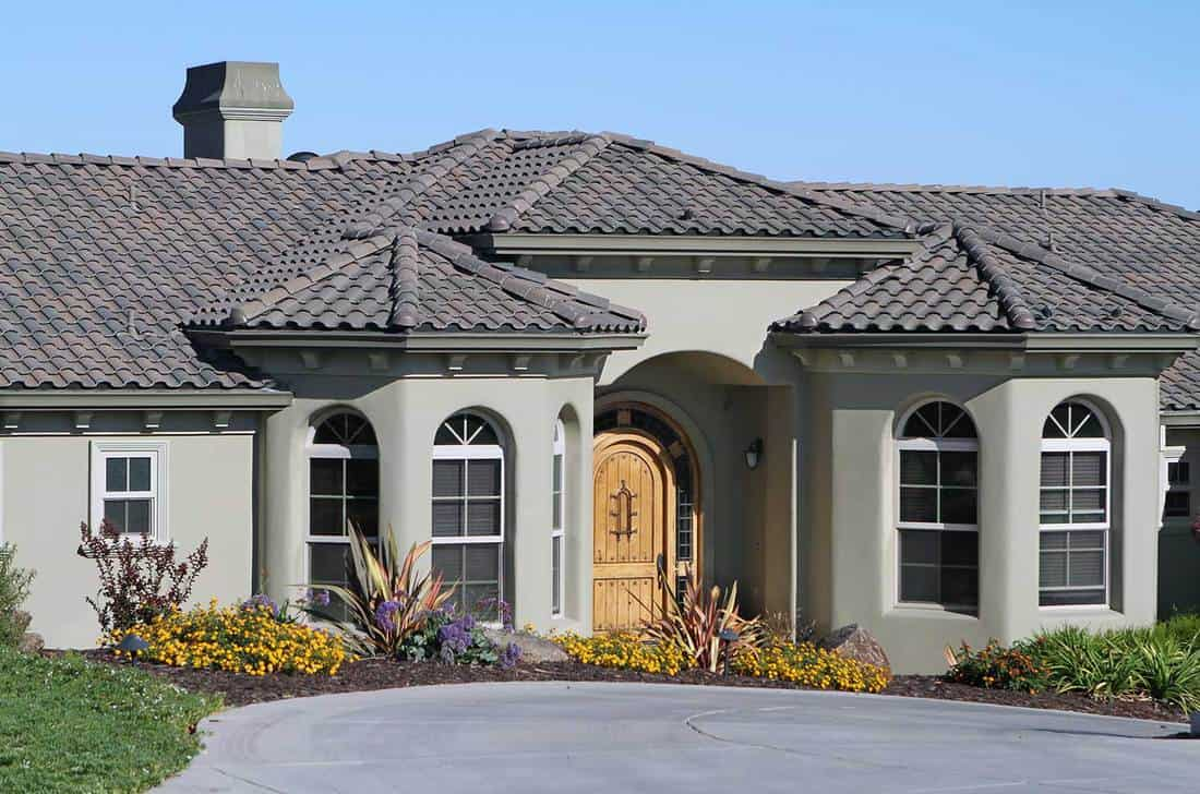 Modern house with Stucco exterior and gray tile roof