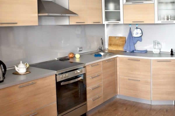 Read more about the article 17 Gorgeous Kitchens With Light Wood Cabinets