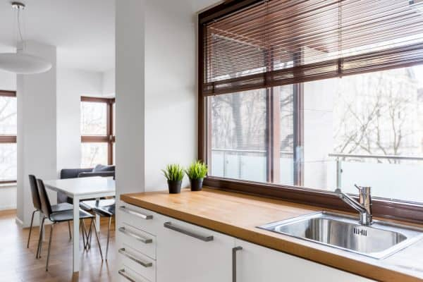Should Kitchen Windows Have Curtains Or Blinds?