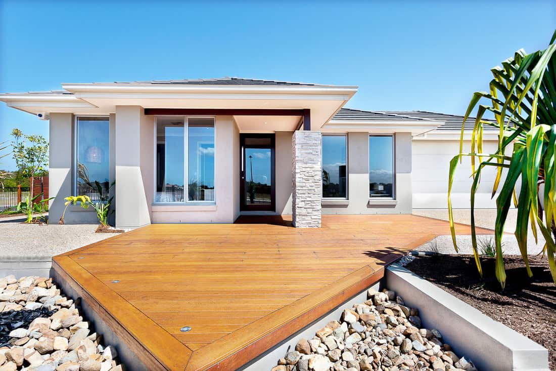 Wooden yard with big rocks around a modern mansion, What Color Deck Goes With A Grey House?