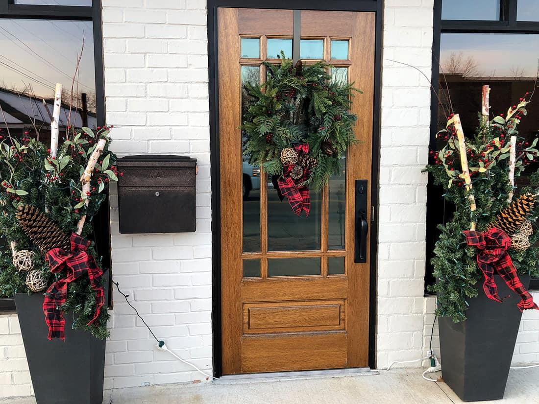 christmas door, door with holiday decor