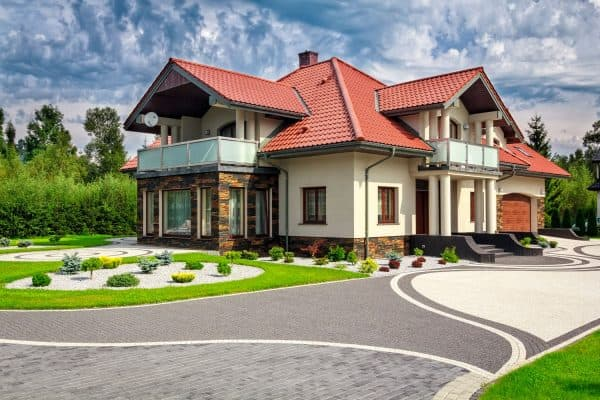 Read more about the article 21 Paver Driveway Ideas To Consider