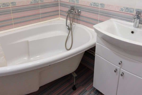 How To Remove Silicone Caulk From Acrylic Tub In 4 Steps