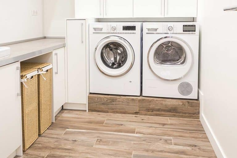 Modern style laundry room with wooden floor, 15 Great Laundry Room Floor Ideas