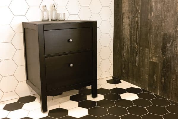 What Color Paint Goes With Black And White Tile? [7 Noteworthy Options]
