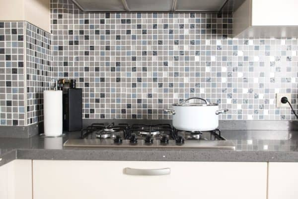 Read more about the article How To Choose Grout For Your Backsplash
