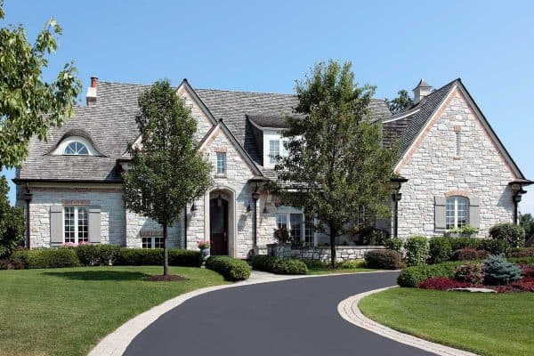 Read more about the article How Long And Wide Is A Typical Driveway?