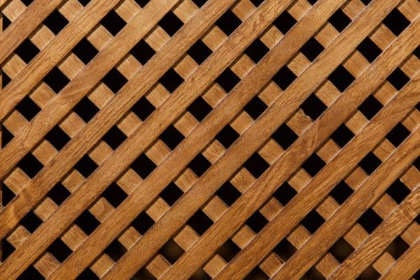 Read more about the article Is Wood Or Vinyl Lattice Better?