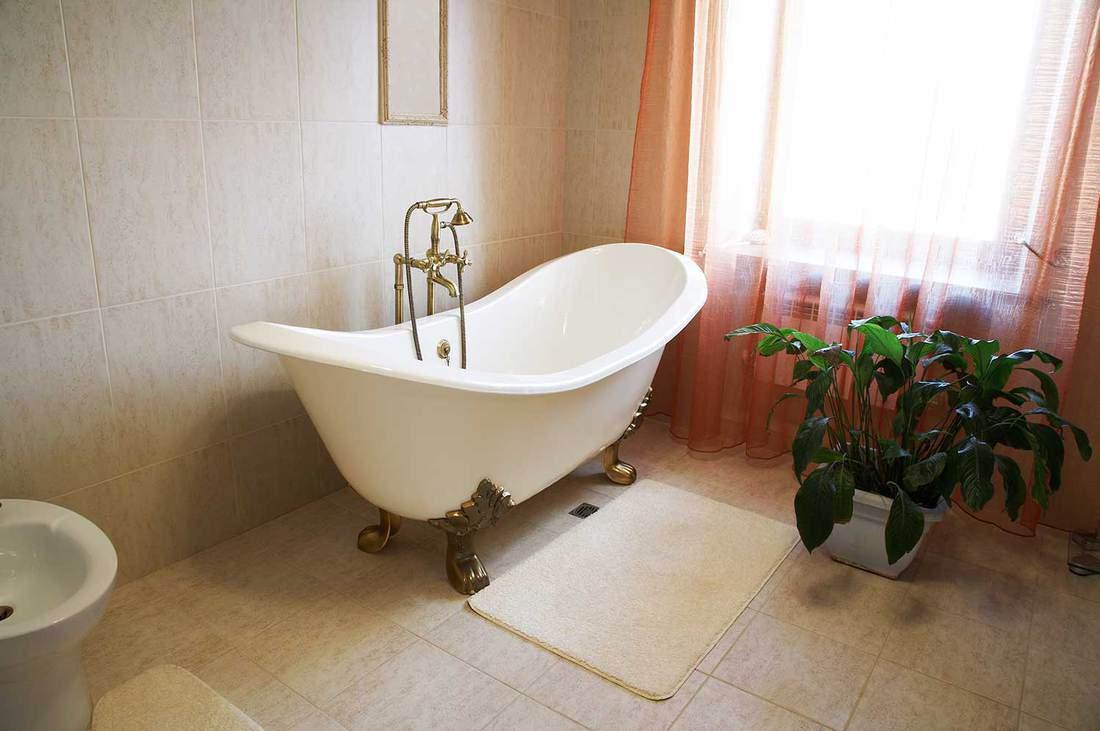 Bathroom with a beautiful bath