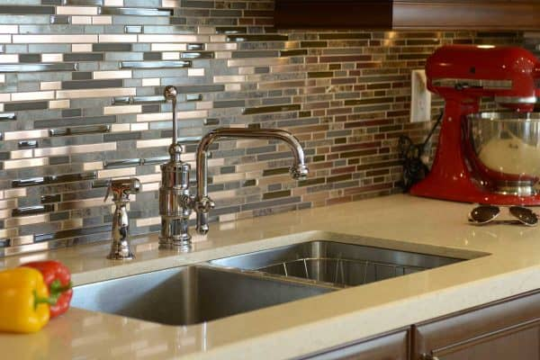 Read more about the article Does Peel And Stick Backsplash Damage Walls?