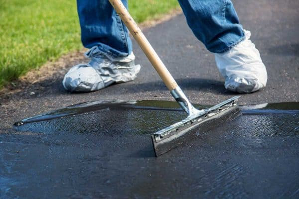 Read more about the article Does Driveway Sealer Fill Cracks? [And Which One To Use!]