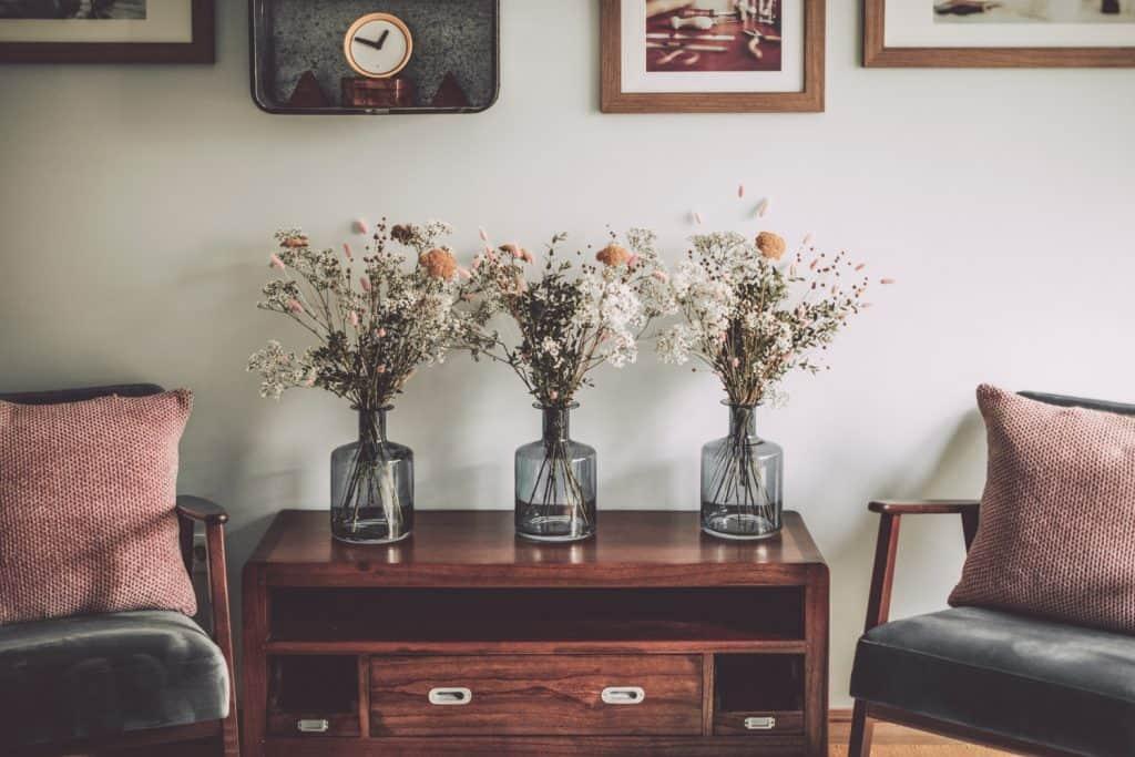 Flower arrangement in a pink-inspired living room