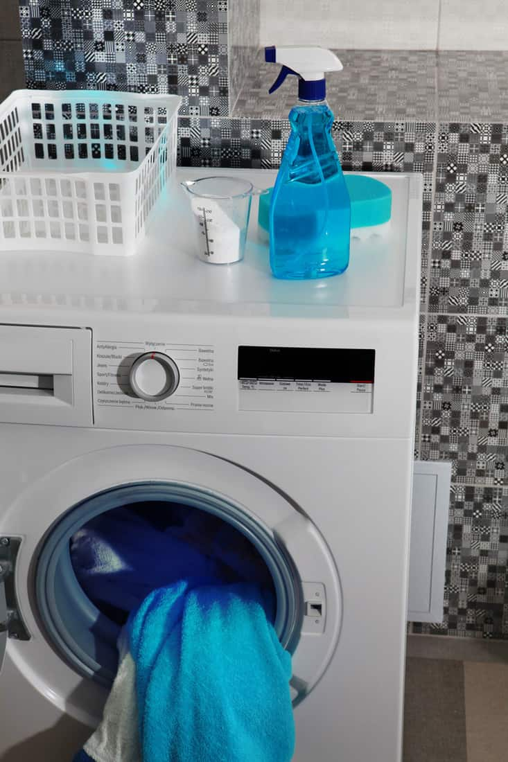 Laundry room with small detailed backsplash tiles