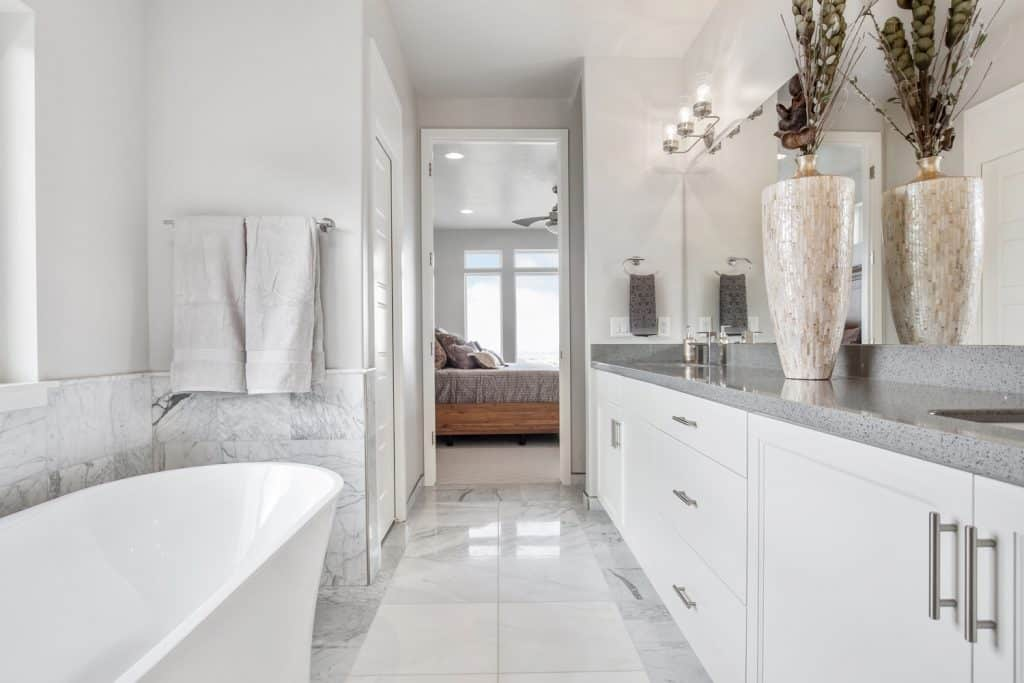 Simple gray and white colors bring the brightness and cleanliness to the forefront